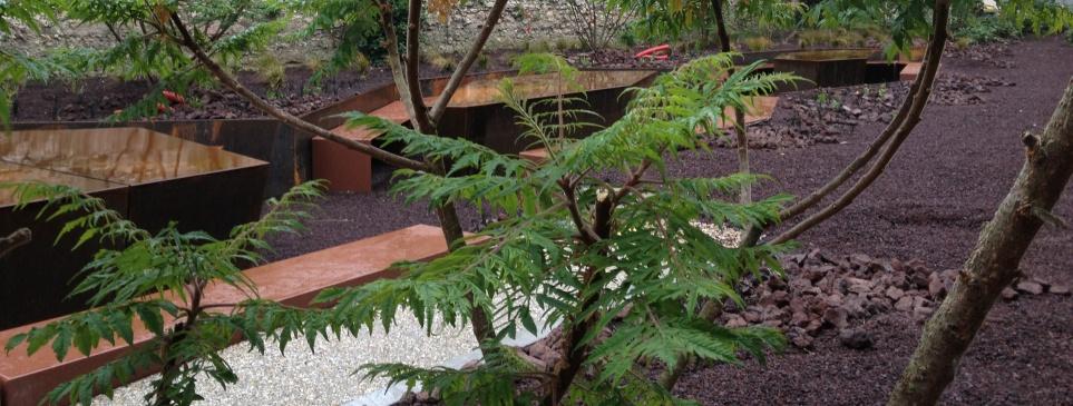 Jardin-du-Frac-mobilier-acier-laqué-et-corten
